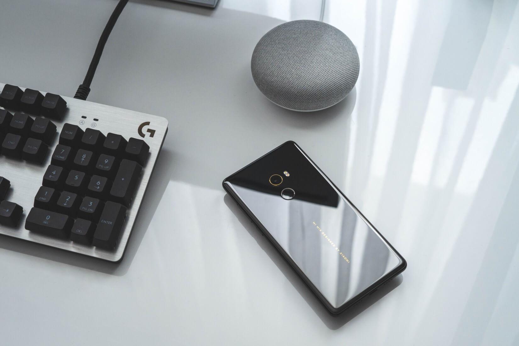 Smartphone und Google Home
